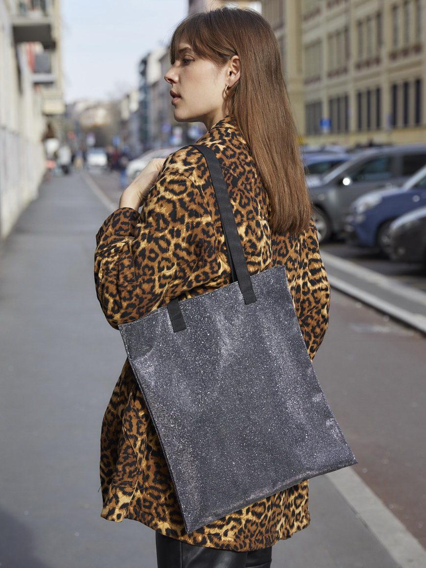 l'aura modella shopping small glitter grigio piombo-1