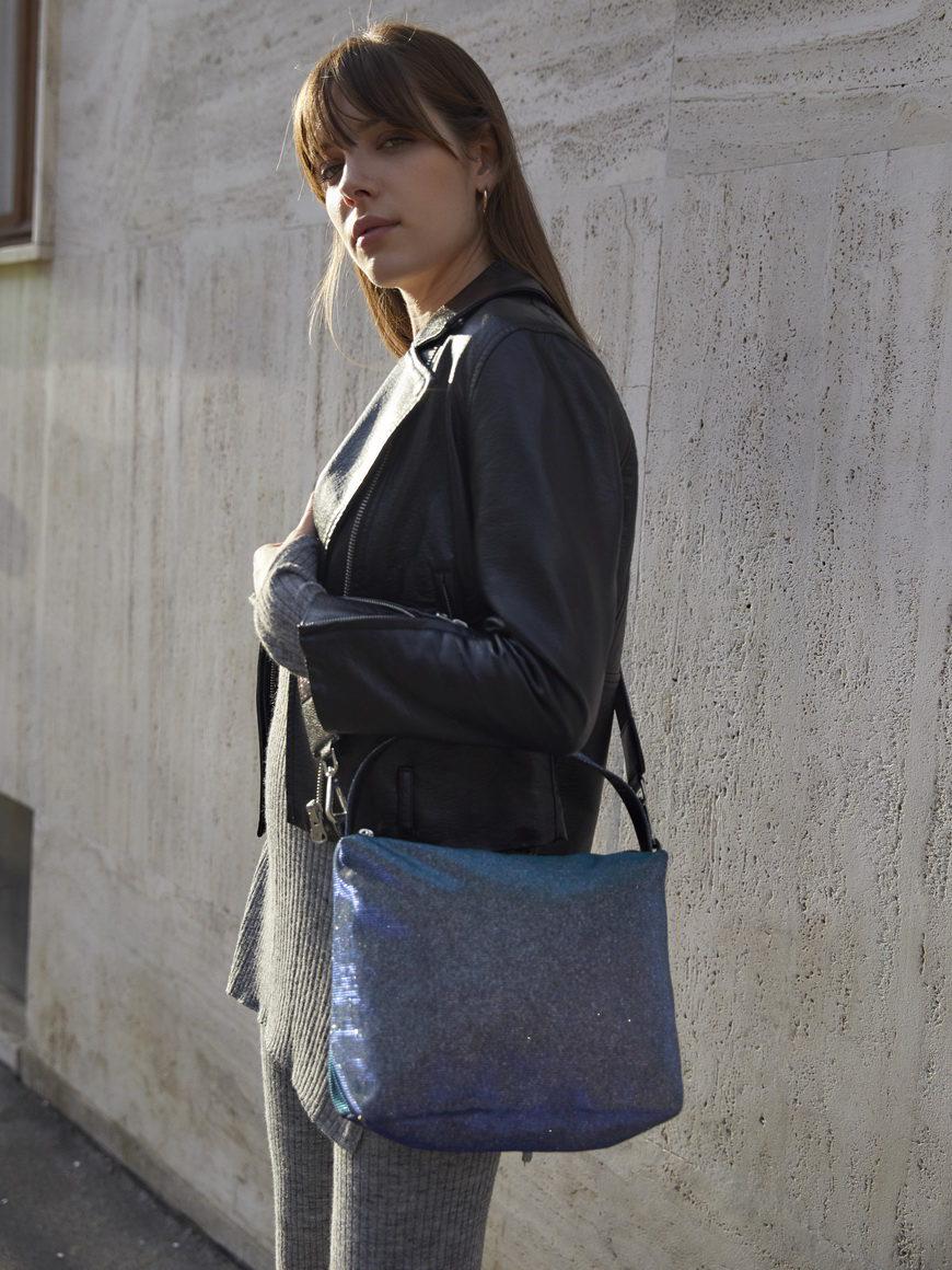 L'AURA modella astuccio big glitter blu stone